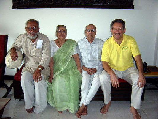 Tulsidasbhai Somaiya (Bombay Sarvodaya Mandal, Gandhi Book House), Mrs. And Mr. Dharmadikari and Peter Rühe, Mumbai, 2005
