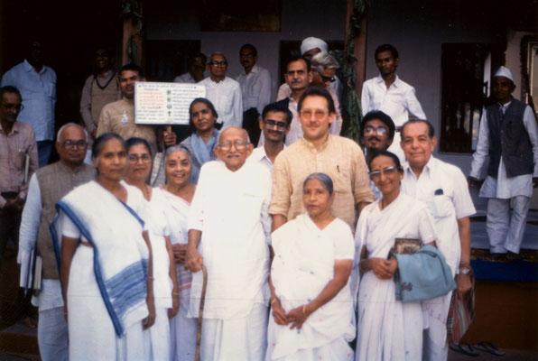 With Prabhudasbhai Gandhi (centre), Abhabehn Gandhi (second left) and staff of the Gandhi Ashram, Ahmedabad, 1991.