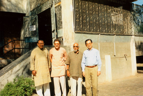 During an international conference at Gujarat Vidya Pith on the occassion of Gandhi's 125th birth anniversary, 1994. Right: Prof. Minoru Kasai from Japan.