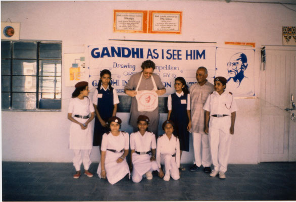 """With volunteers of the 3rd drawing competition """"Mahatma Gandhi - As I see him"""" in Amreli, Gujarat, 1993."""