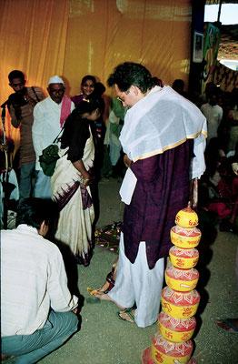 The wedding ceremony during the Sarvodaya Sammelan, Savarkundla, Gujarat, 1994.