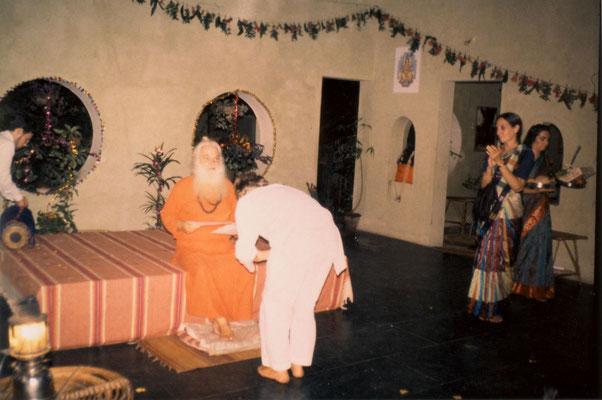 With Swami Gitanand Giri at Anand Ashram near Pondicherry, 1993.