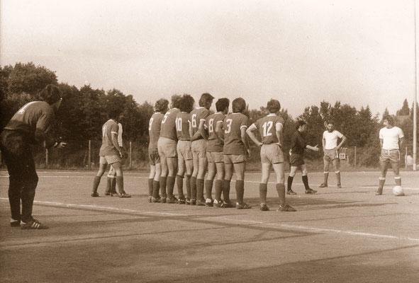 During a match with TuS Makkabi, 1977.