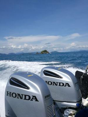 Auf der Fahrt mit unserem Speedboat