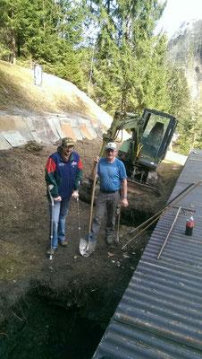 05.04.216 Ausheben der Gruben für die Fundamente