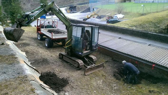 05.04.2016 Ausheben der Gruben für die Fundamente