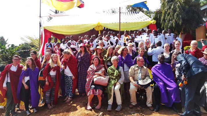Gruppenbild bei der feierlichen Graduationparty der Kishumundu Secondary School am 8.10.2016.