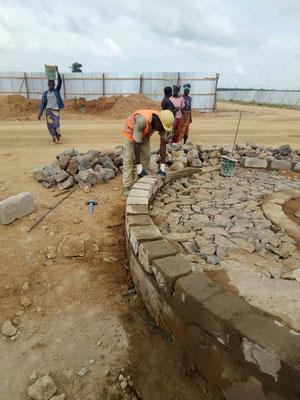 Anwendung des Gelernten bei der Errichtung einer Rampe bei einem Regierungsgebäude in Dodoma im Januar 2019.