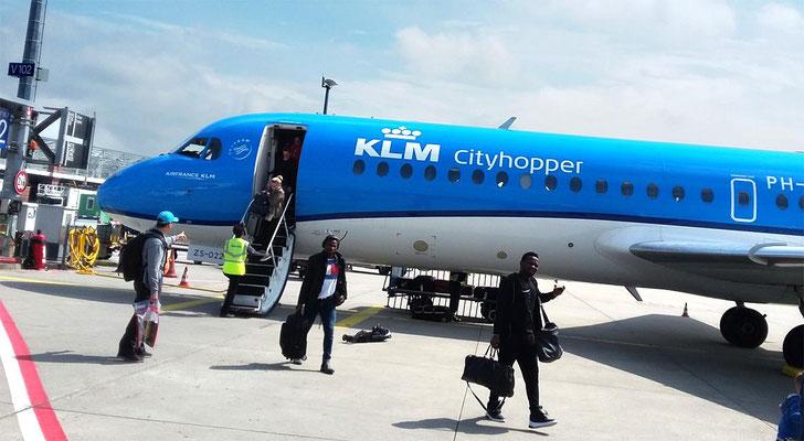 Anreise mit Hindernissen: Bei seiner Einreise in die EU in Amsterdam wurde unser Gast so intensiv überprüft, dass er seinen Anschlussflug nach Frankfurt verpasste.