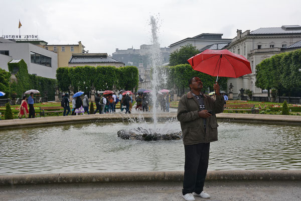During the first week it was frequently raining. Here Fraterin tests the rain intensity in Salzburg, Austria.