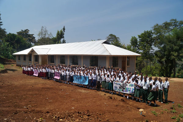 Helfen macht Schule erected a boys dormitory at Kishumundu Secondary School.