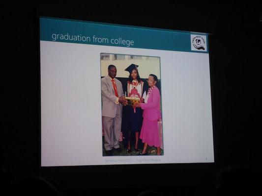 Ihre Eltern und Aggiflavia bei ihrem Abschluss.