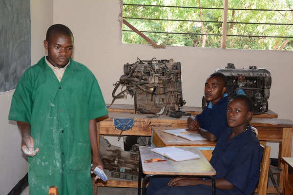 Students of the mechanic branch in the classroom.
