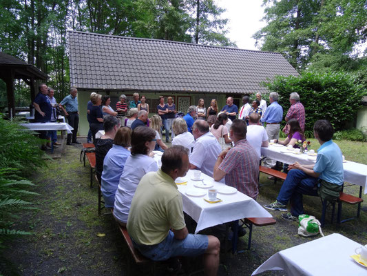 Barbeque with members of Helfen macht Schule.