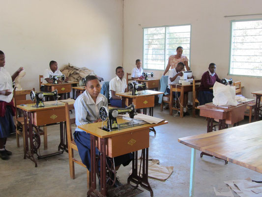 Tailor student at the VTC in a class room sponsored by Helfen macht Schule.