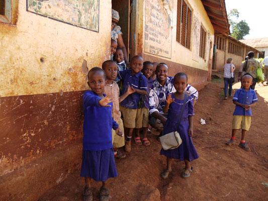 Grundschüler der Kishumundu Primary School.