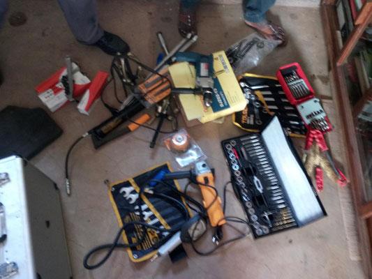 Werkzeuge und Arbeitsmaterialien fuer die KFZ-Mechaniker.