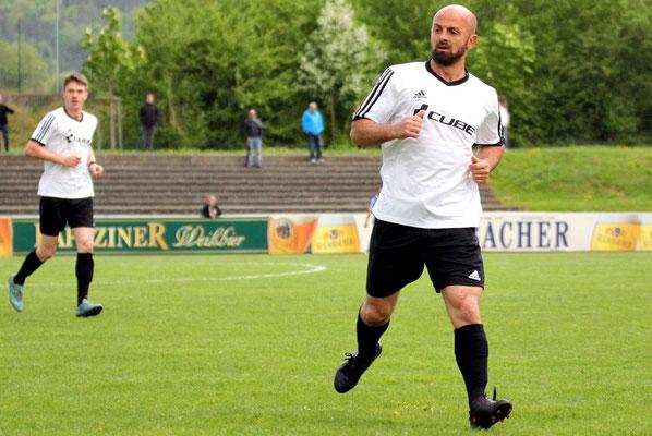 Der Spieler mit der meisten Erfahrung auf dem Spielfeld: Skerdilaid Curri spielte viele Jahre für Erzgebirge Aue.