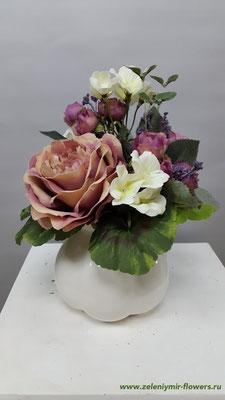 Композиции из искусственных цветов в корзине вешенская