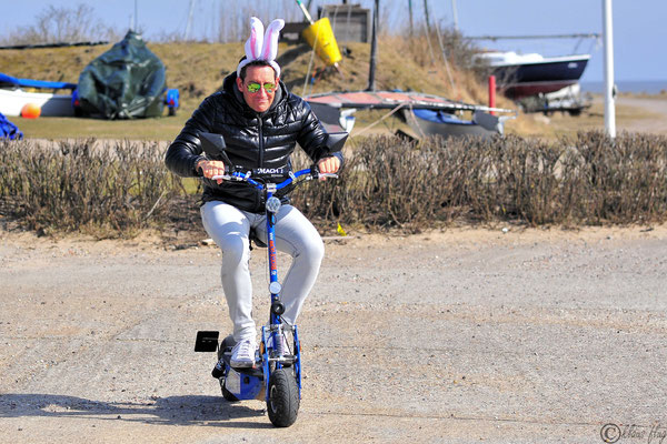Rollator extra Erleichterung für junge Vater-Hasen...
