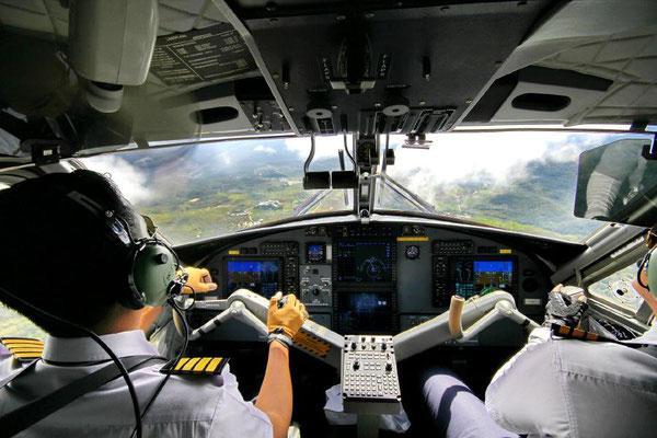 Piloten-Cockpit-Flugzeug-Landung-by Lifetravellerz