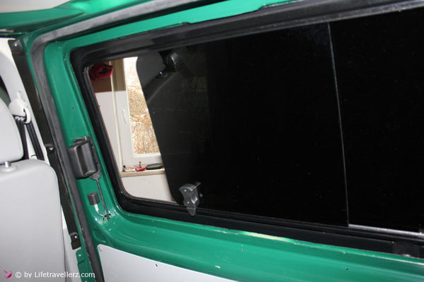 vw t5 busausbau die fenster einbauen lifetravellerz blog. Black Bedroom Furniture Sets. Home Design Ideas
