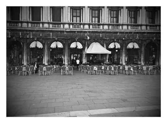 Markusplatz in schwarz weiß