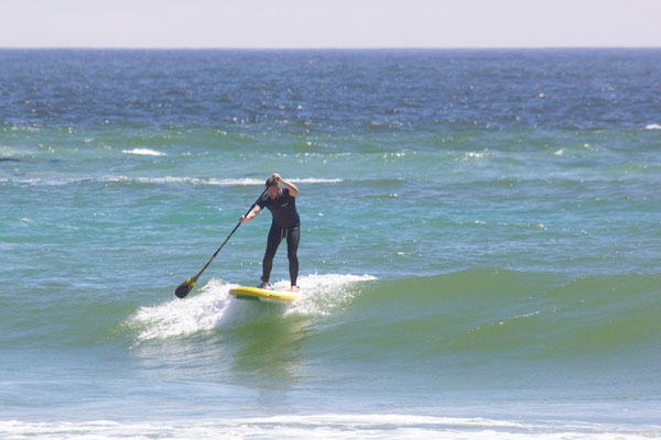 Stand Up Paddling in der Welle - Wave SUP