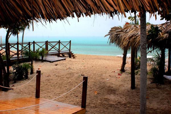 Tropischer Regenguß auf Cayo Coco auf Kuba