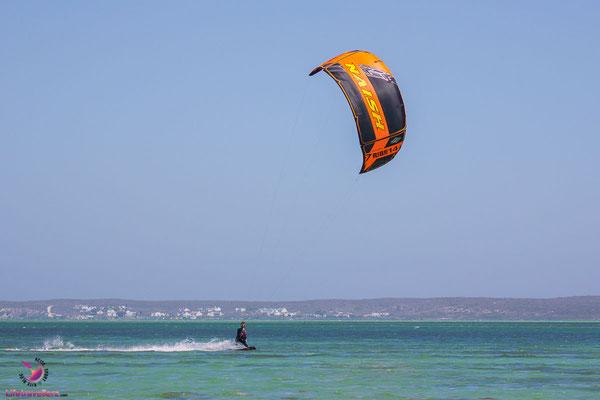Kitesurfen in der Lagune von Langebaan - Sharkbay