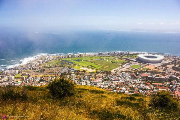 Kapstadt in Südafrika von oben mit Fußballstadion by Lifetravellerz