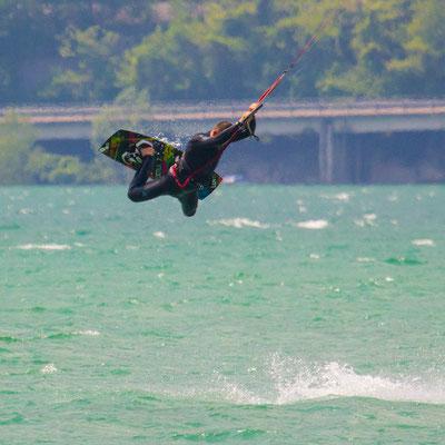 Kitesurfen am Lago di Santa Croce in Italien
