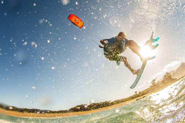 (c) Lukas Prudky - Kitesurfer mit Directional Board