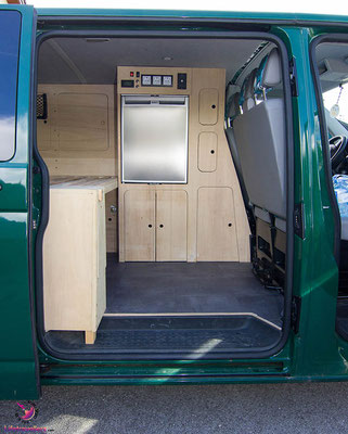 vw t5 ausbau m belausbau f r den vw bus lifetravellerz. Black Bedroom Furniture Sets. Home Design Ideas