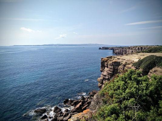 Steilküste auf Sardinien