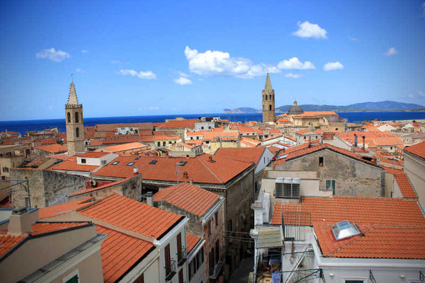 Die Dächer von Alghero auf Sardinien
