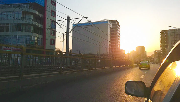 Fahrt in den Sonnenuntergang in Addis Abeba by Lifetravellerz