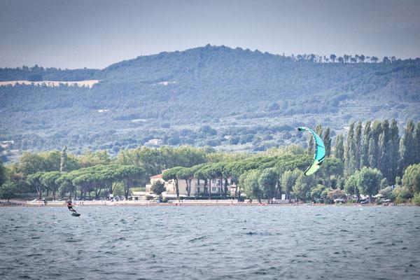 Kitefoilen am Lago di Bolsena