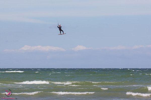 Kitesurfen in Heiligenhafen vor der Bretterbude
