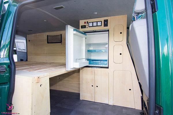 VW T5 Bus Ausbau Möbelbau - Fahrerseite Kühlschrank