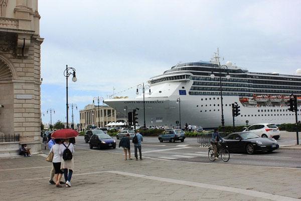 Kreuzfahrtschiff in Triest