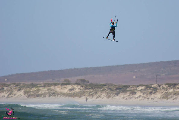 Big Air beimKitesurfen in Paternoster Südafrika
