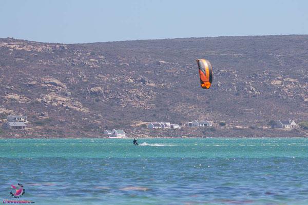 Sharkbay mit Kitesurfer