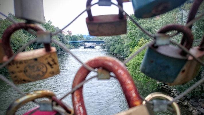 Brücke mit Bügelschlösser in Graz