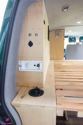 Die Dusche im VW Bus - Links vom Bett