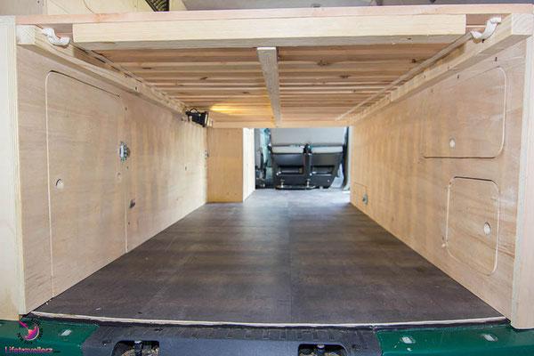 VW T5 Bus Ausbau Möbelbau - Ansicht Unterschränke von hinten