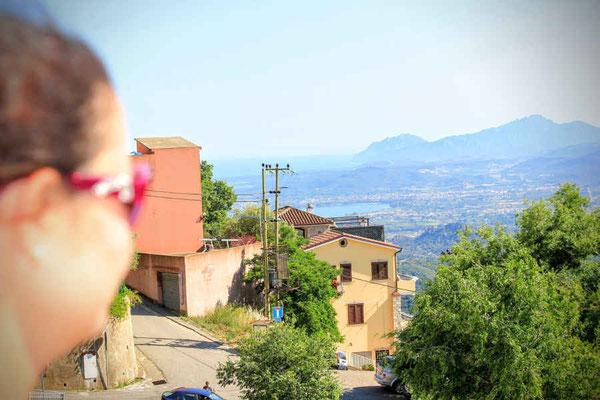 Blick von den Bergen auf Sardinien