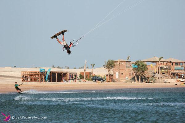 Kitesurfen am 7bft Kitehouse, Somabay, Ägypten