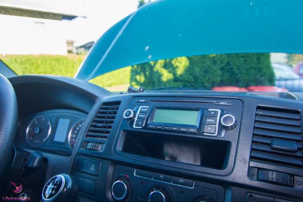 Autoradio im VW T5 Bus umrüsten