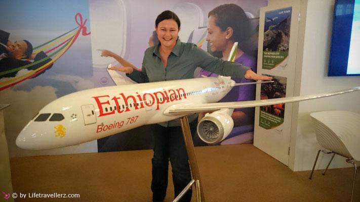 Melanie Schlotze bei Ethiopian Airlines beim Reisesalon in Wien
